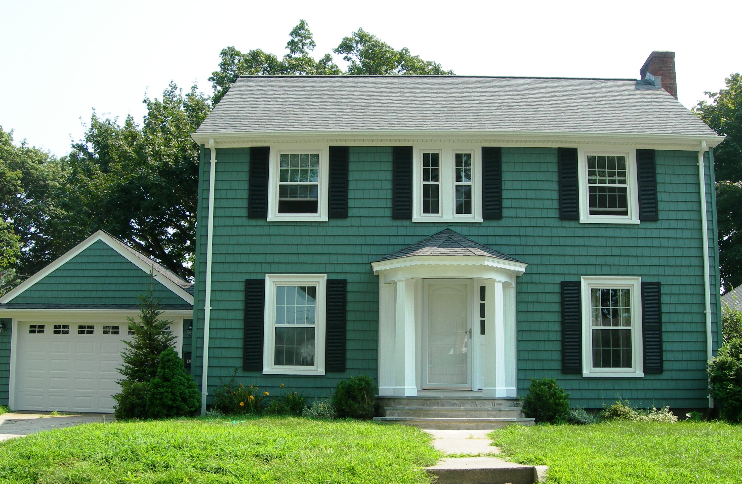 Green vinyl siding colors pictures to pin on pinterest for Green siding house